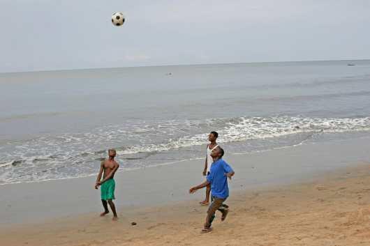 Camerún, Río Lobe, playa del Océano Atlantico.