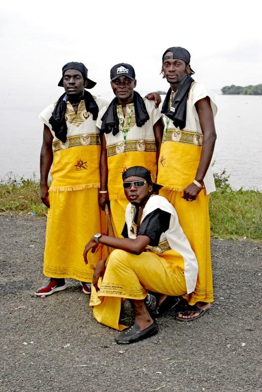 Camerún, Douala, fiesta Ngondo, grupo baile, Fiesta del Agua