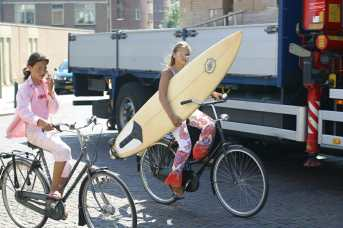 Holanda, Zuid-Holland, Scheveningen, surfistas