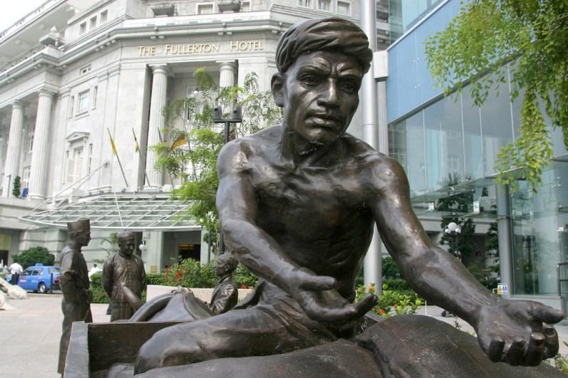 "Singapur, Boat Quay, ""Negociantes"" obra de Aw Tee Hong, escultura"