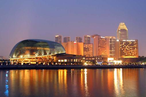 Singapur, Marina Bay, Centro de las Arte, Esplanada, nocturno