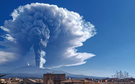 MOUNT ETNA EMITS A 12 KM HIGH ASH PLUME INTO THE SKY