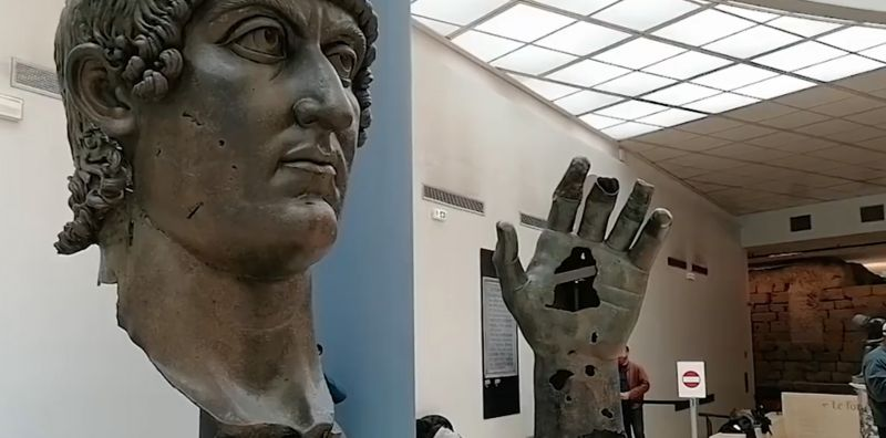 PARIS SENDS ROME MISSING FINGER FROM THE GIANT STATUE OF THE ROMAN EMPEROR