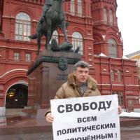 Борис Немцов на «пикете выходного дня»