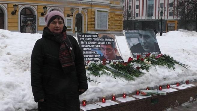 Дежурная мемориала - Марина