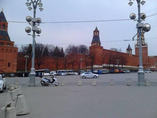 07.04.2016. Утро на Немцовом мосту. Подготовка к прилёту первого лица.