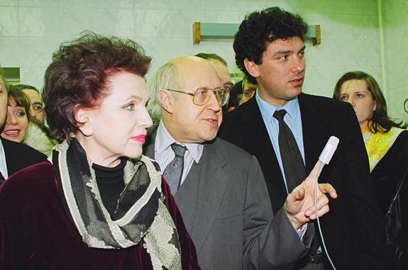 Галина Вишневская, Мстислав Ростропович и Борис Немцов. Поселок Вача. 1995
