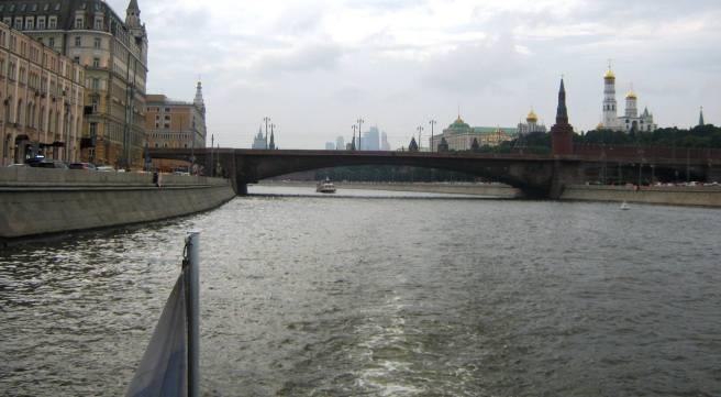 Теплоходная прогулка. Мост проплыли