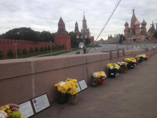 Листы с изображением государственных наград Бориса Немцова