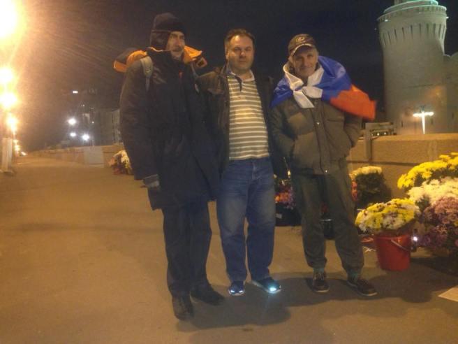 Сергей Нетребский, Дмитрий Яковенко (с автомобилем, в котором можно погреться), Виктор Коган с флагом России