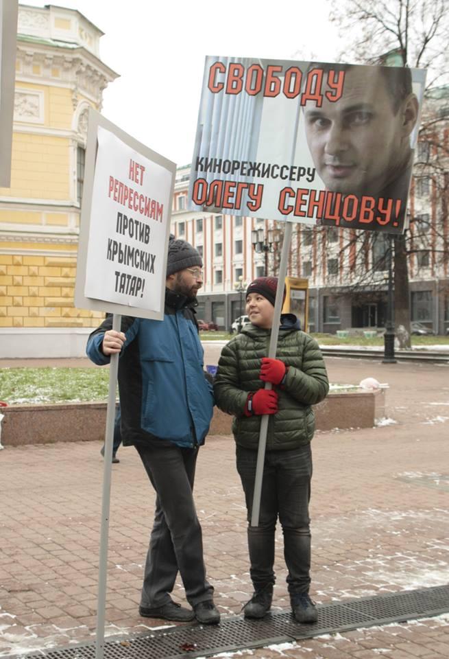 Ефим Хазанов пришел с сыном.