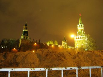 14.11.2016. Путь на Немцов мост. Кремль и гора снега