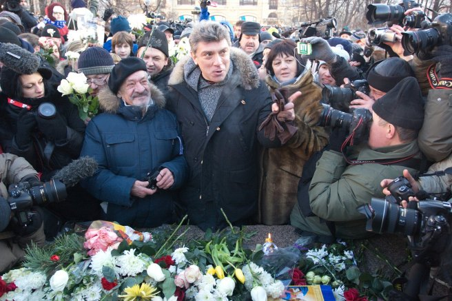 Нормально цветы возложили. А про смысл и до гуляний было понятно. — с Дмитрий Белков, Boris Nemtsov и Надежда Митюшкина