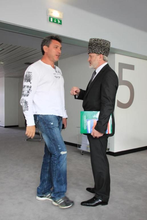 Страсбург, 22 июня 2010 года. Мы с Борисом Немцовым посещаем ПАСЕ (после подачи жалобы в Европейский Суд по суду с Лужковым). Совершенно случайно встретили Ахмеда Закаева с коллегами Фотографии — Vadim Prokhorov