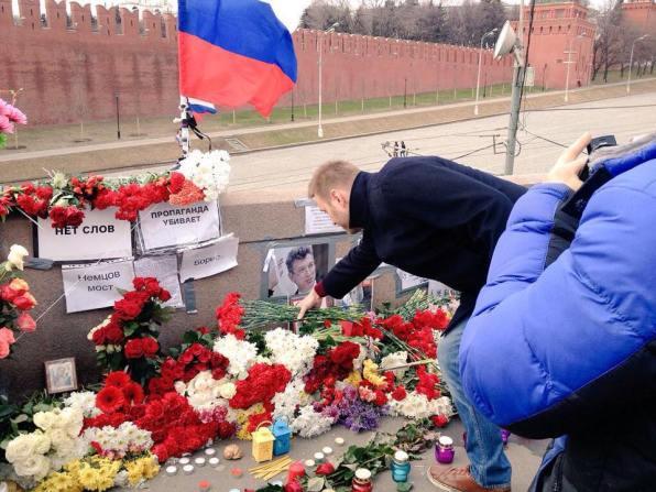 В 14:51 на мост приехал Алексей Анатольевич Навальный. Фотографии — Anna Bogomolova