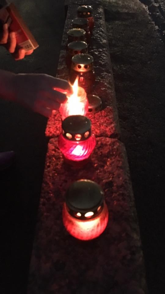 Tatiana зажигает лампадки. Фотографии — Ирина Русанова
