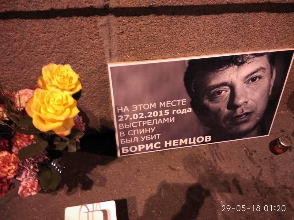 Никита Березин. Цветы на Мемориал Фотографии — Tatiana Tikhonovich
