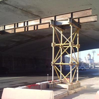 20.10.2018 Немцов мост. Ремонт. Под мостом Установили какие-то конструкции под мостом. Что бы не обрушился что ли...