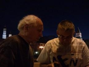 12.06.2019 Вечернее дежурство на мосту Немцова Павел и Игорь зажигают свечи