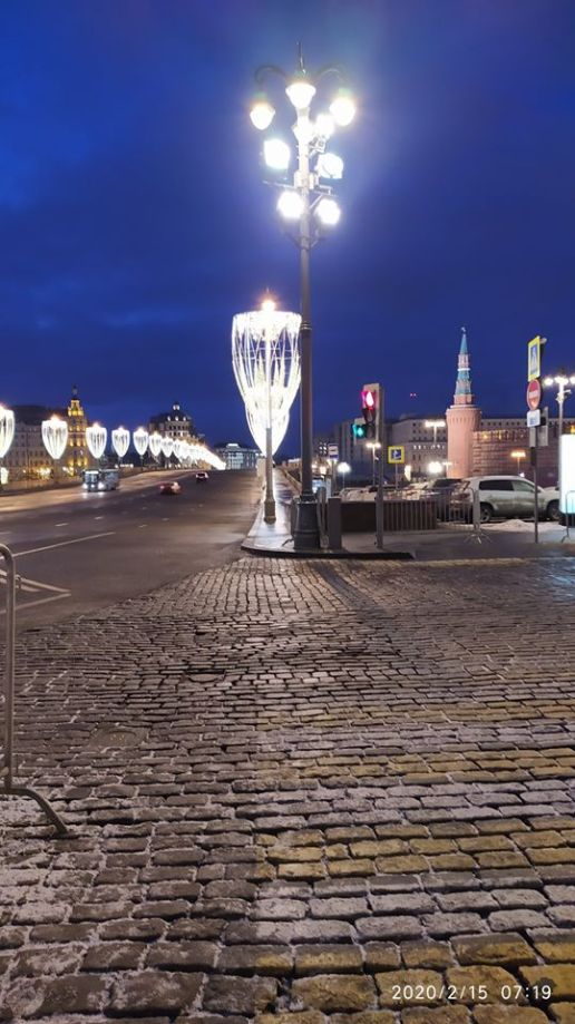 15.02.2020 Ночное дежурство на Мосту Немцова. Мост позади ...