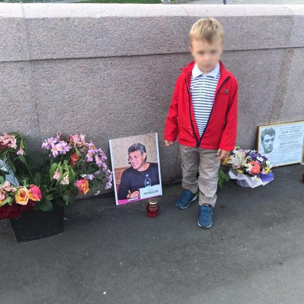 Мост Немцова и дом Немцова 2 августа 2020