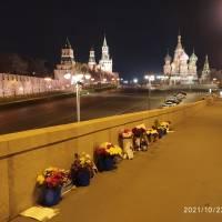 Сильный ветер на мосту Немцова