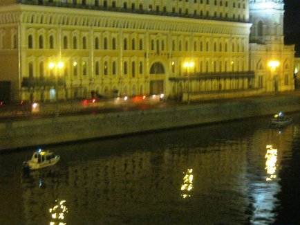 15.07.2016 Немцов мост.. Дежурство. Вертолёт ещё не вылетал... Катера охраняют.