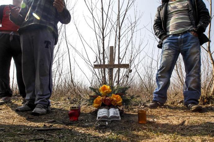 Halott ember nem beszél, de a rendőrség sem