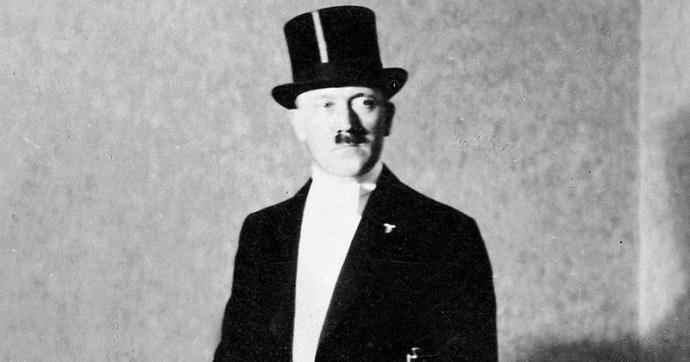Elárverezik Hitler cilinderét, az Európai Zsidó Szövetség gyűlöletre uszít az aukció ellen