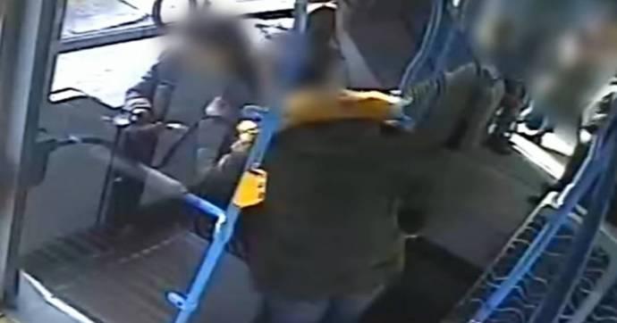 Letartóztatták az SZFE-s maszkot viselő nőt megkéselő támadót