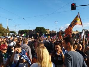 Salvini: A Soros-erők uralta Európában jól teszi Orbán Viktor, hogy védelmezi országát (Tüntetés Rómában)