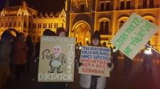 Kossuth tér, III. felvonás: Toborzó körútra indult a Momentum (ÉLŐben)
