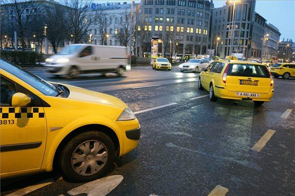 Véget vetnek a taxisok az utcai demonstrációnak