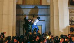 Eddig tartott az egység az ukránoknál – A Jobb Szektor megrohamozta a Verhovna Radát