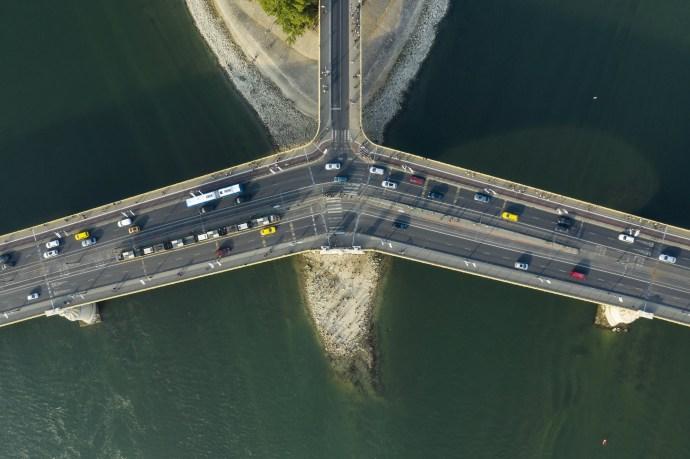 Az alacsony Duna miatt az eddigieknél is jobban látszik a Margit híd alatti tér