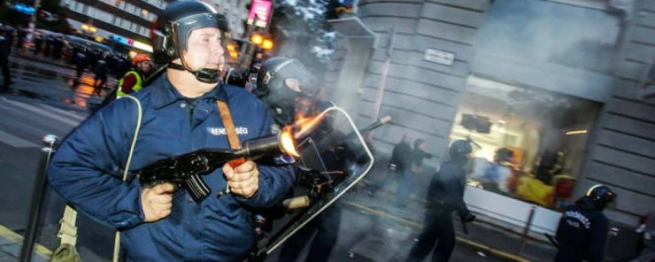 A rendőrterrorra emlékeznek a Kossuth téren