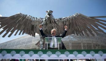 Felavatták a Fradi új stadionja előtt Sas-szobrot