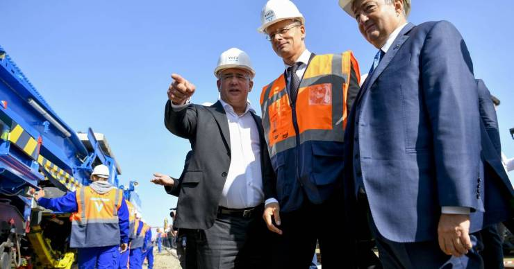 Vissza a gyökerekhez: Mészáros gázszerelős munkát nyert, csak most egy egész gázelosztó-vezetéket rekonstruálhat