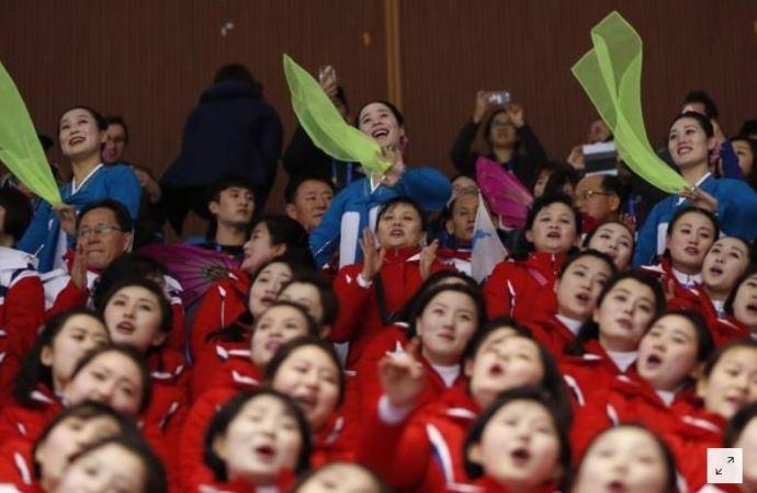 A két Korea totálisan más kultúrájú cheerleader lányai