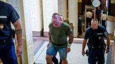 Még az ág is húzza: Mercedeses Ricsi rosszul lett a bírósági ülés előtt, kórházba kellett szállítani szegényt