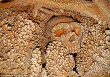 Kínhalált halt a barlang falával egybeolvadt ősember