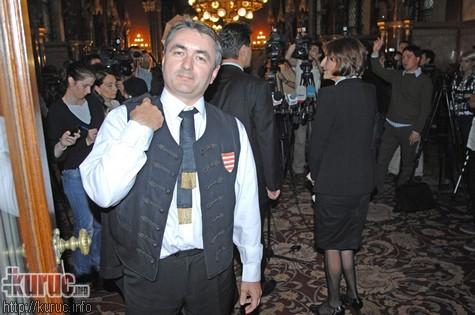 Miközben Orbán párbeszédről és jószomszédi kapcsolatokról suttogott meghitt szavakat Porosenko fülébe, Hegedűs Lorántot is kitiltották Ukrajnából