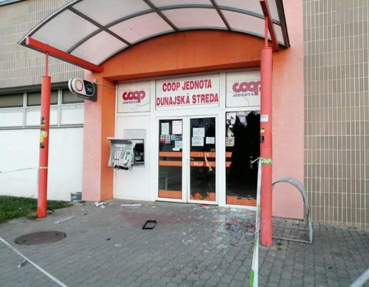 Gőzerővel keresik a dunaszerdahelyi bankautomata felrobbantóit