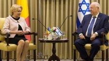 Bukarestben áll a bál a román kormányfő izraeli látogatása miatt