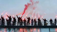 VIDEÓ: Ukrán nacionalisták romatábort vertek szét egy kijevi parkban