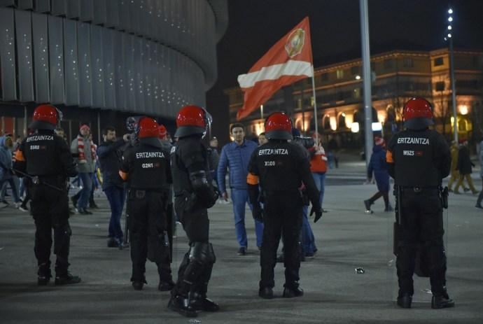 Európa-liga: csatatérré változott a bilbaói főtér, egy rendőr meghalt