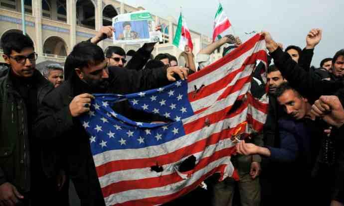 Trónus: az iráni válságról