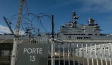 A Mistral hajók orosz személyzete St. Nazaire-ben marad a helikopterhordozók Oroszországnak való átadásáig