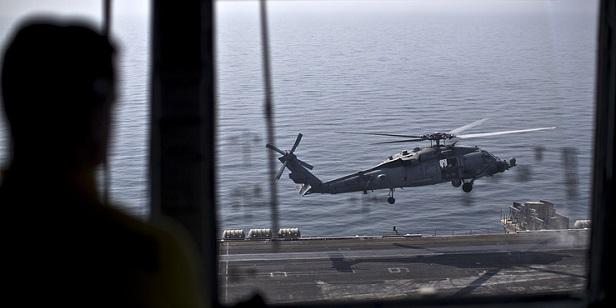 Amerikai helikopterek evakuálják az IÁ parancsnokokat a szír Deir ez-Zor-ból