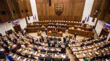 A parlament elfogadta a Magyarországról és Lengyelországról szóló határozatot – most-hidas támogatással
